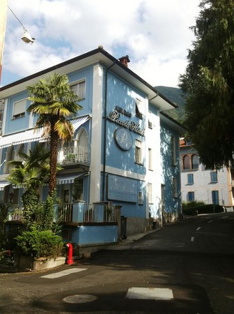 Piccolo Hotel : At the corner of the street
