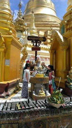 Shwedagon Pagoda: inside