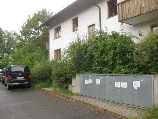Ferienpark Glocknerhof: Weg um das Haus zun Eingang