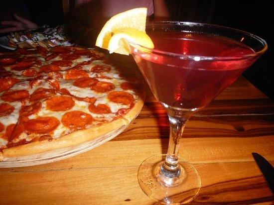 Marina Paraiso: Pepperoni pizza & a cosmo