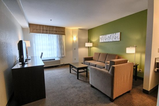 Sleep Inn: Two Room Suite - Queen Bed and Queen Pull Out