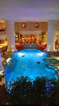 Le Meridien St. Julians: 室内プールもミニマムサイズ