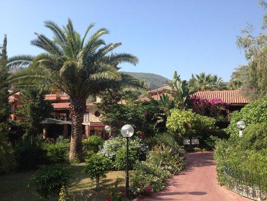 Suncity Hotel & Beach Club: The hotel entrance