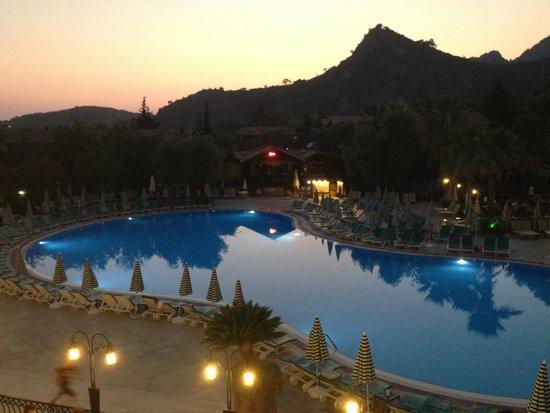 Suncity Hotel & Beach Club: The pool from the terrace bar