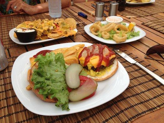 Suncity Hotel & Beach Club: Food at the private beach