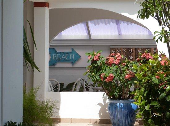 Tres Palmas Inn: Saletta