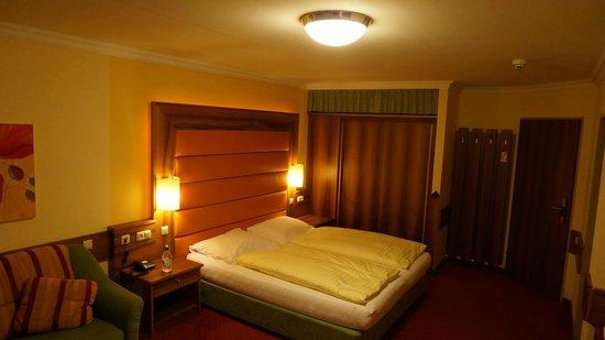 Österreichischerhof: Our bed
