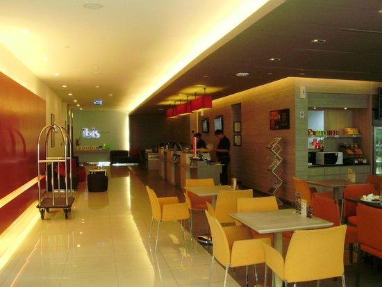 ibis Bangkok Siam Hotel : Hotel lobby