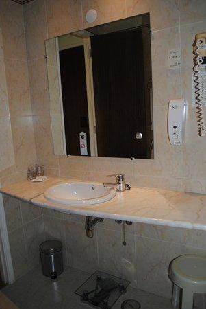 Hotel Miraparque: Salle de bain