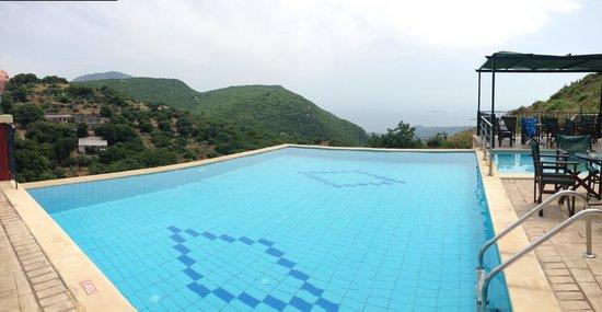 Sokraki Traditional Villas( Kapileio): View from the pool!