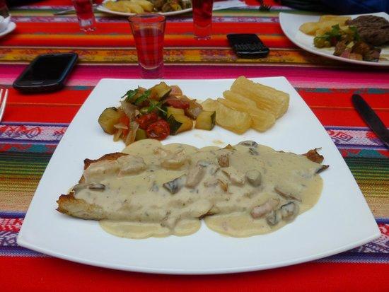 Hosteria dos Chorreras: Almuerzo - Trucha en salsa de mariscos