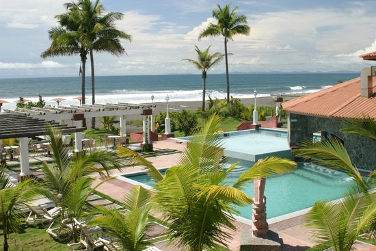 Hotel Las Olas Beach Resort: Overlooking the property