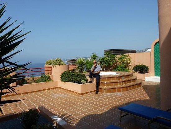 Jacuzzi en la terraza de la habitacion picture of - Jacuzzi para terrazas ...
