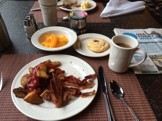 Holiday Inn Wilkes Barre East Mountain : Free breakfast