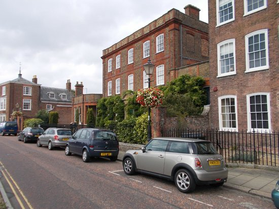 Peckover House: Front of House