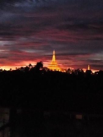 The Kandawgyi Palace Hotel : The pagoda