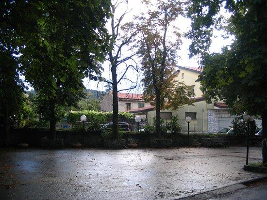 Alla Valle di Banne: Giardino dell'Hotel