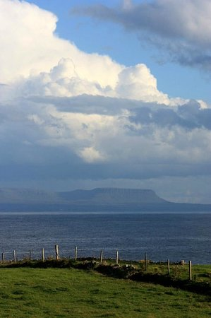 Ocean Spray Bed & Breakfast: Across the bay from Kilcar