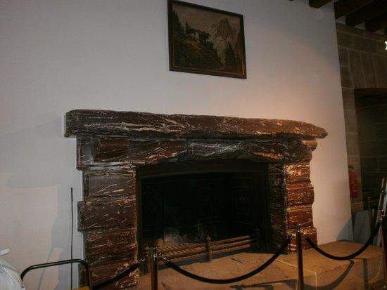 Kehlsteinhaus: fireplace inside restaurant