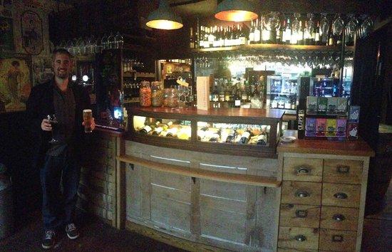 The Shakespeare Restaurant: Lovely bar