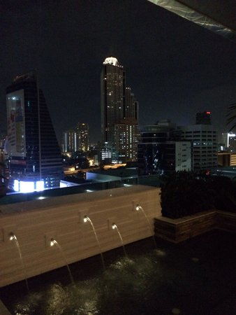 Eastin Grand Hotel Sathorn: Night view