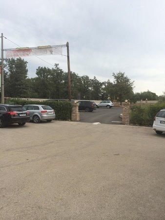Birikin: Big parking next restaurant