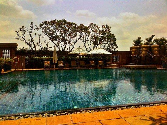 InterContinental Phnom Penh: beautiful pool at hotel
