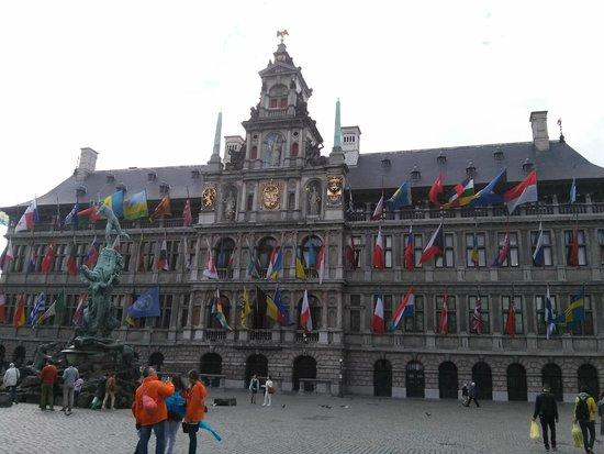 Grote Markt van Antwerpen: representative buildings