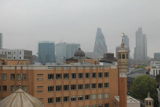 Hotel ibis budget London Whitechapel - Brick Lane: Justo al lado de la Mezquita