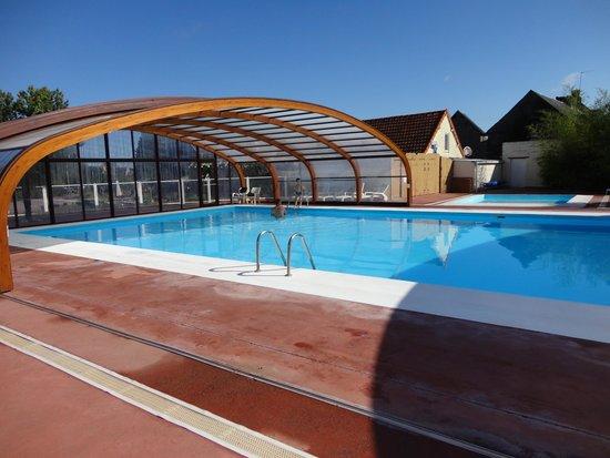 Cahagnolles, Francia: La piscine.