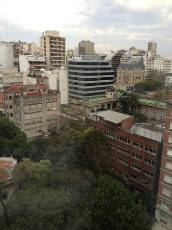Emperador Hotel Buenos Aires: Vista do apartamento (Bairro Retiro)