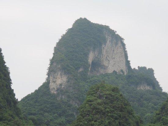 Yangshuo Phoenix Pagoda Fonglou Retreat : La colina de la luna