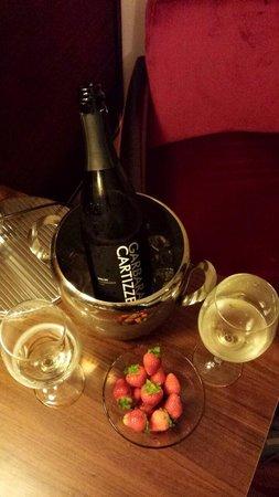 Best Western Premier BHR Treviso Hotel: Bottiglia in camera