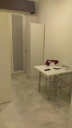 Minisuite B&b/appartments: Mesa de la cocina