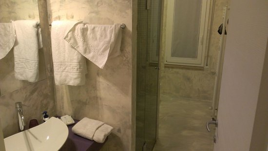 Minisuite B&b/appartments: Lindo baño, con mucho marmol
