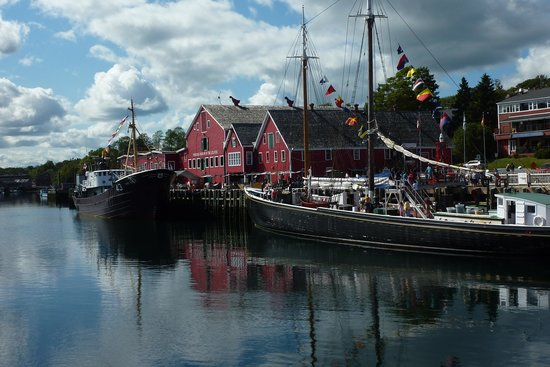 Lunenburg Arms Hotel: Harbour front area within walking distance