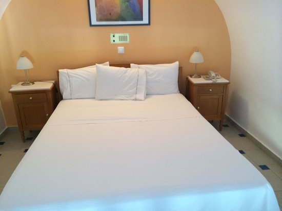 Santellini Boutique Hotel: Upstairs bed in room 303