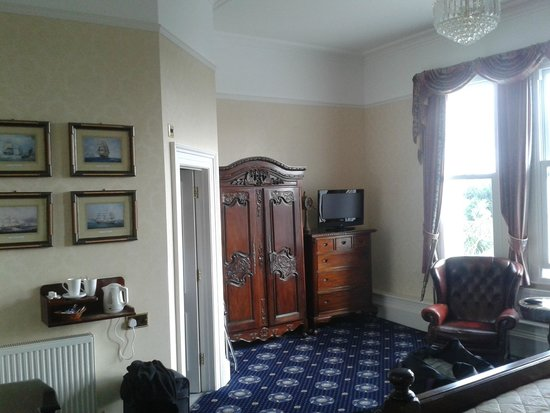Howden Court Hotel: Admiral's room