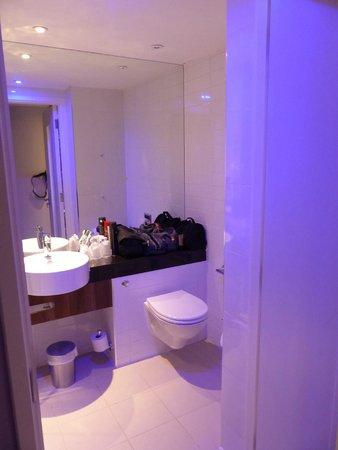 Holiday Inn Express London - Southwark: Bathroom in 324