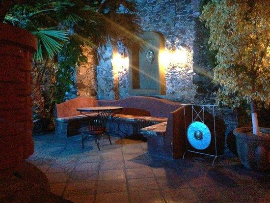 Coqueta Hotel Boutique: Jardin Noche