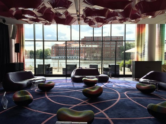 nhow Berlin: Lobby inkl. Bühne
