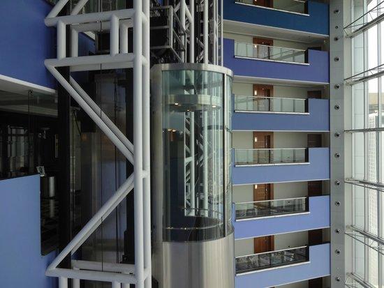 Jumeirah Emirates Towers : Ascenseur panoramique