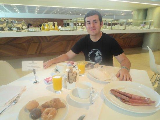 Hotel Reina Petronila : Buffet desayuno increible de bueno!