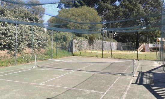 Camping La Boutinardiere : terrain de tennis ..... NUL