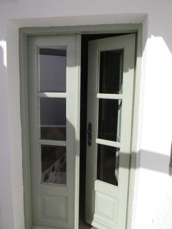Fanari Villas : the door to the room