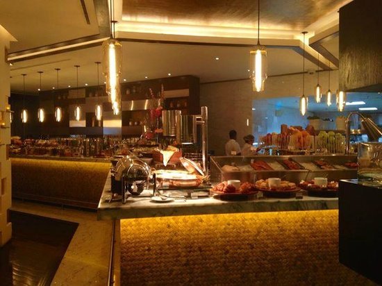 W Doha Hotel & Residences: Market