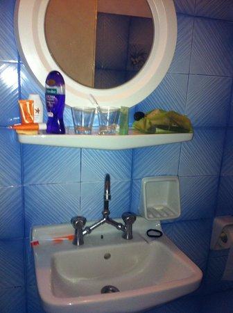 Argo Hotel: Baño
