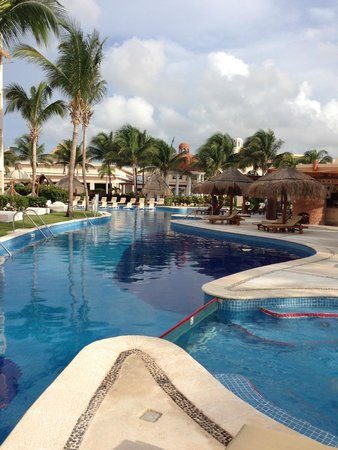 Excellence Riviera Cancun: Pools everywhere
