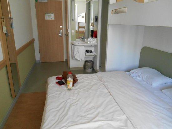 Ibis Budget Berlin Alexanderplatz : Nur eine Bettdecke im Doppelbett