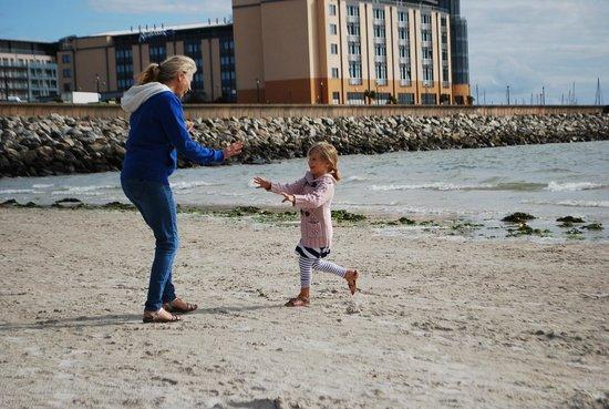 Radisson Blu Waterfront Hotel, Jersey : close to the beach